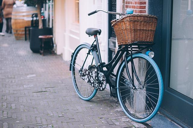proutěný koš na kole